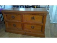 Beautiful Oak Chest of Drawer for Sale