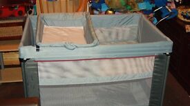 MAMAS AND PAPAS TRAVEL COT BABY STATION