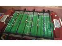 TABLE TOP MINI FOOTBALL TABLE FOOSBALL PLAYERS FAMILY GAME (Good condition)