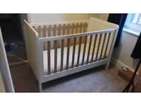 Mamas and Papa's rialto cot bed (wood effect)