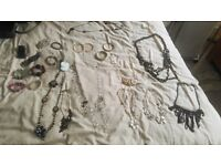 GRAB A BARGAIN!!! Job lot: 21 pieces of jewellery, variety of lovely jewellery on offer, only £35!!!