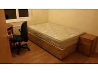 One double bedroom to let, near to the Sheffield University. £250/pcm( including broadband)