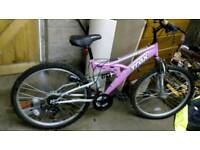 Girls trax mountain bike (pink and silver)