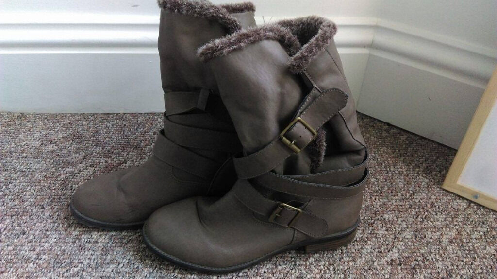 Womens boots size 7in Newcastle, Tyne and WearGumtree - Womens boots, used twice and in excellent condition. Brown and size 7. Fur lining on the inside