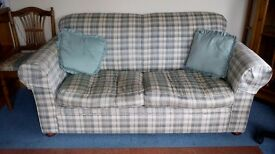Bed sette green and cream check 1.5m long