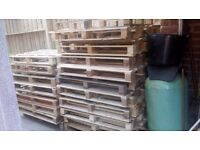 good condition clean wooden pallets for sale