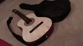 Lovely 3/4 size Acoustic Guitar with strap & carry bag (Ideal for child)