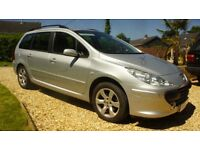 BARGAIN !! extremely clean Diesel Estate , FSH driveaway today !!!