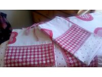 Red and White Double Duvet Cover &Pillowcases-Cushions, Rug & Picture