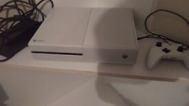 White xbox one, 2 controllers, 20 games, kinect, skylander portal