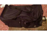 2 large suitcases sanpoints london (quick sale )