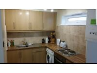 ROUNDHAY Superb 2 bedroom apartment hundred metres from Street Lane Starbucks etc