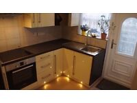 Newly refurbished and fully furnished apartment 1 Double room available to let only £600 PCM