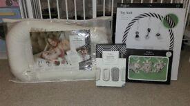 Sleepyhead deluxe plus baby pod and accessories