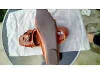 Ladies flat square toe shoe