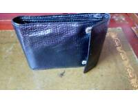 Gent's real leather wallet. Black.