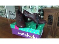 Unused Moshulu ladies cranberry size 5 (Eu 38) leather shoes