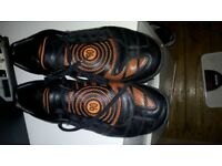 nike astro boots in excellent condition size 10
