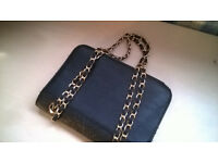 Black and Gold Women's Hand-Bag (Hardly used/excellent condition)