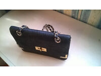 Black and Gold Women's Hand-Bag (great condition/hardly used)