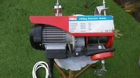 Hilka 250kg Electric Hoist