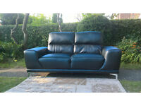 A New Manhattan 2 Seater Black Leather Sofa