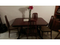 6 Seater Extendable Dining Table with 4 Chairs. **Ideal for hosting Christmas!**
