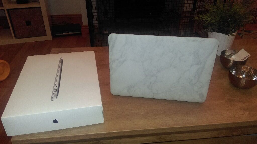 MacBook Air 13inch - ultra light and stylish laptop - 3 months old - £550 *reduced price, no offers