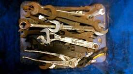 Spanners grips adjustables