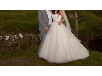 Stunning Designer Ronald Joyce & Victoria Jayne wedding dress, size 14, fits size 12 immaculate