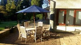 Teak garden set including 6 chairs, parasol and chair covers - excellent condition