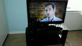 Toshiba 32 HD LCD TV Built in DVD Player