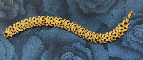 """MONET Gold Tone Bracelet with Clasp Textured Signed 7.75"""" Excellent Condition"""