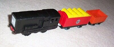 THOMAS & FRIENDS TRACKMASTER MOTORIZED TALKING DIESEL Train & Vicarstown Cars
