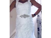 Stunning brand new wedding dress