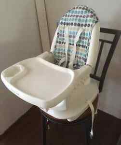 FIRST YEARS 3-IN-1 DELUXE FEEDING CHAIR!!