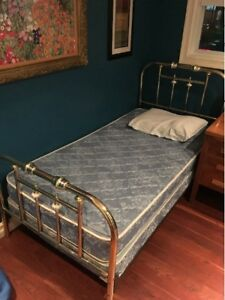 Twin Bed (box spring, mattress, new pillow/case, sheets)