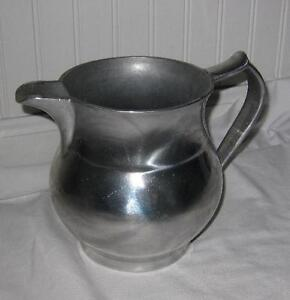 VINTAGE 1960'S WILTON MOUNT JOY,PA. USA.ARMETALE TAVERN WATER PITCHER. 48 Oz