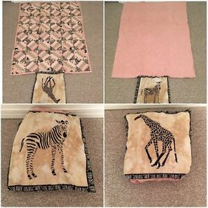 BLANKET/THROW FOLDS INTO PILLOW
