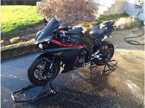 Yamaha R1 2009 Raven (Candy red trim) MINT condition.