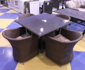 Almond 5 Pc Round Outdoor Dining Set