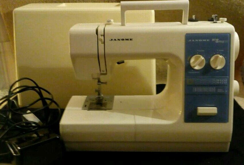 Janome My Style 30  Electric Sewing Machine And Hard Case