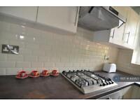 3 bedroom flat in Phoenix Road, Camden, NW1 (3 bed)