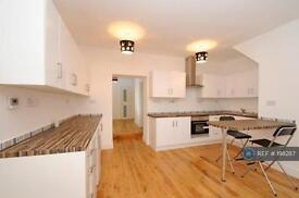 3 bedroom flat in Brockley Cross, London, SE4 (3 bed)
