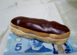 Chocolate Eclair trinket container