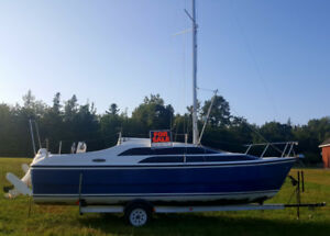 MacGreggor 26' Trailerable Sailboat