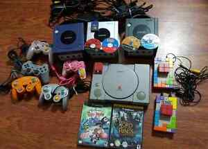 4 consoles 1 plug and play  game cube et playstation