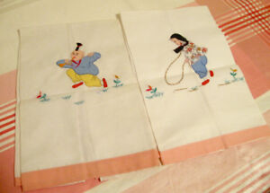 Duo serviettes de table vintage motif brodé enfants asiatiques