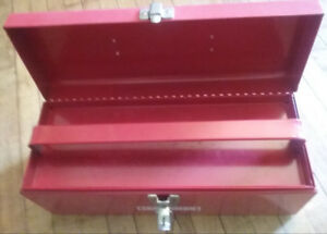 Craftsman 16 in. toolbox with tray. Good condition.