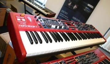 Nord Stage 3 Compact retour model (2) licht beschadigd